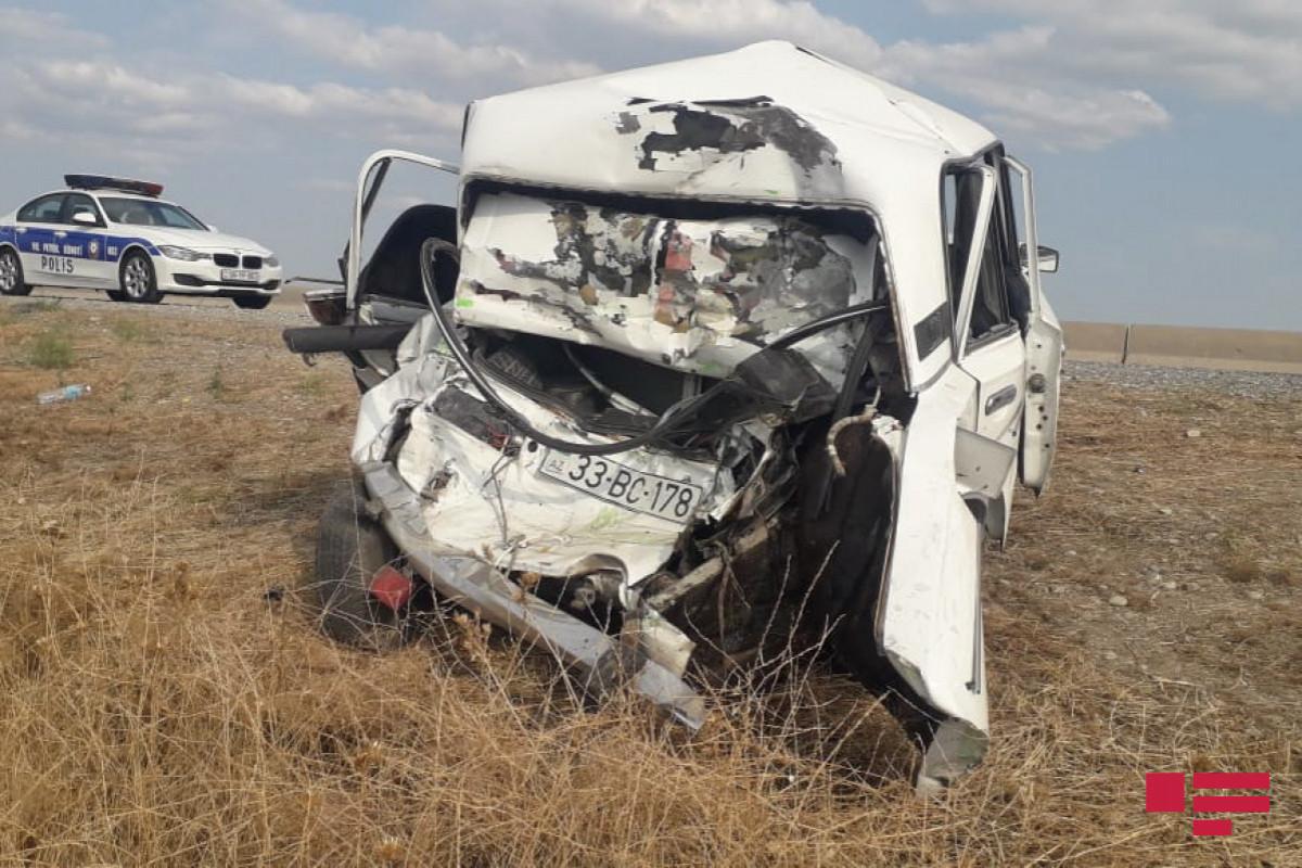 В Саатлы водитель ВАЗ погиб при столкновении с грузовым автомобилем