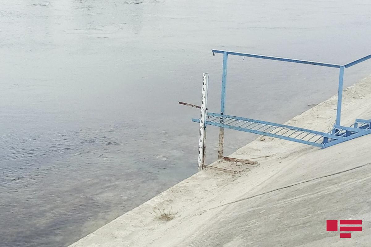 Bakıda uşaq su kanalında boğulub