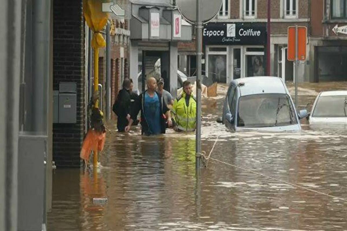 Наводнения в округе Арвайлер на западе Германии унесли жизни более 90 человек