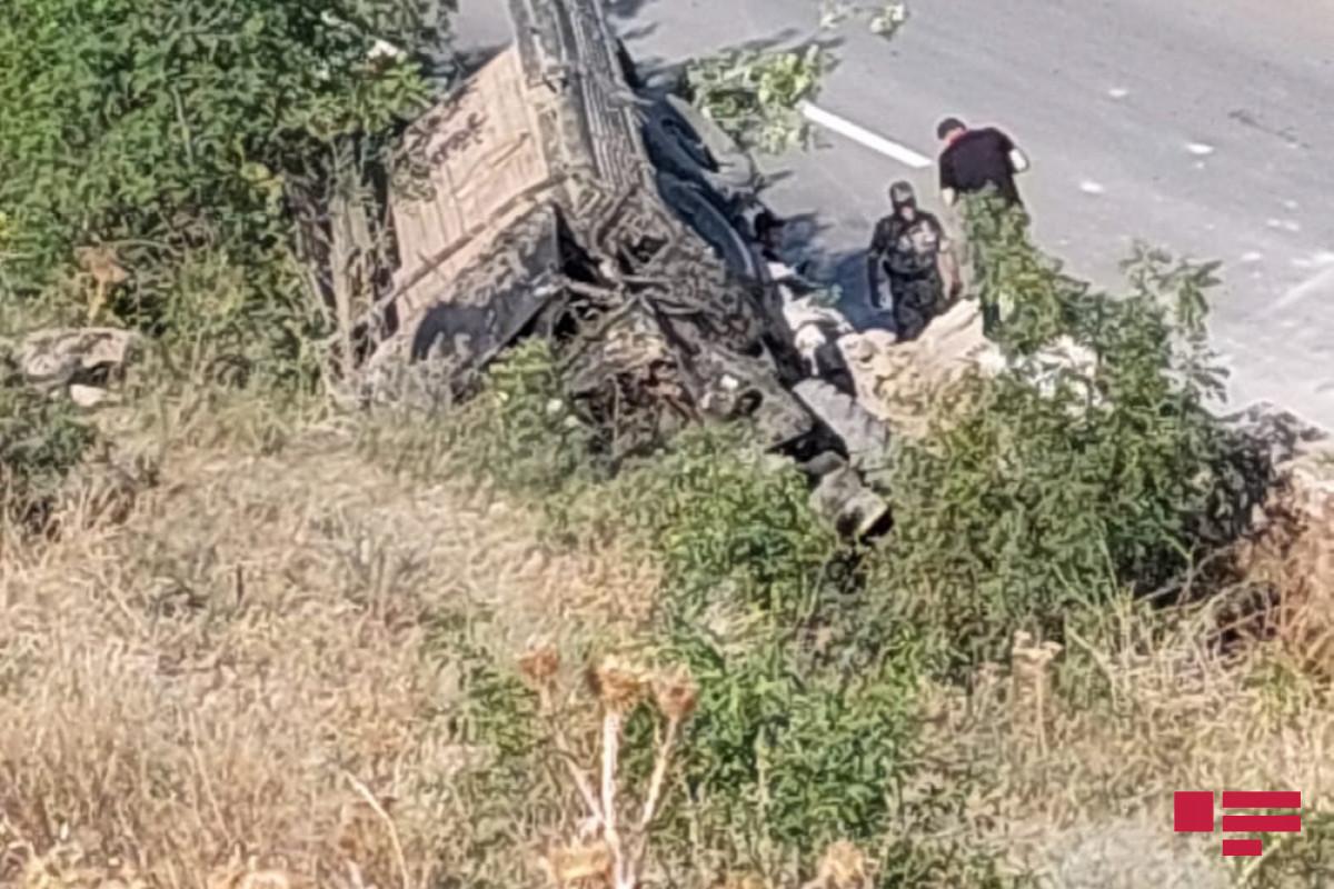 15 Azerbaijani servicemen injured as car crashes