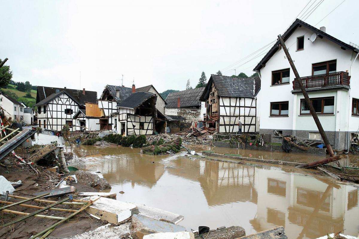 Число жертв наводнения в Германии достигло не менее 141