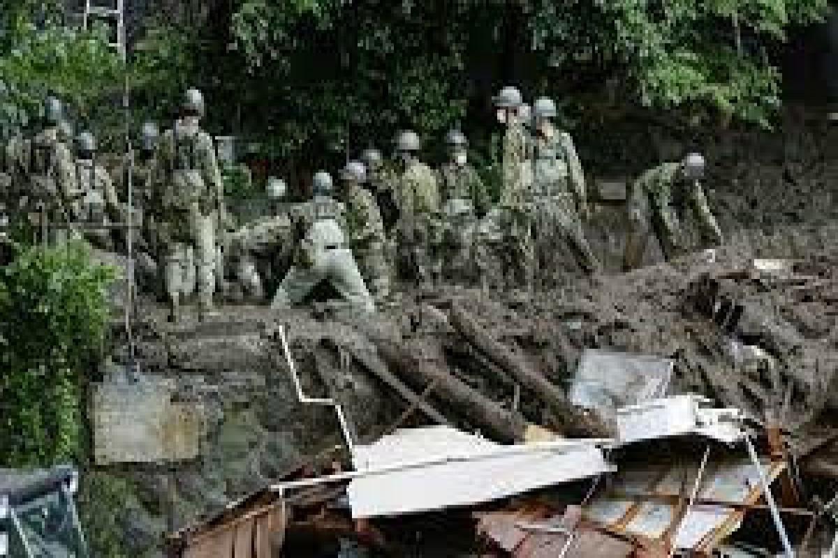 Число погибших в результатеоползня в Японии достигло 15