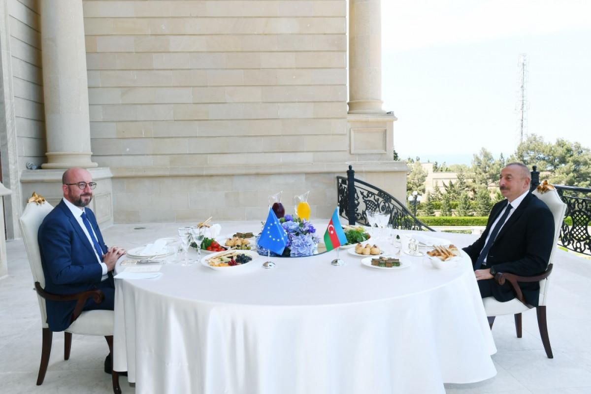 Состоялся совместный рабочий обед президента Азербайджана Ильхама Алиева и президента Совета Европейского Союза Шарля Мишеля - ОБНОВЛЕНО -ВИДЕО