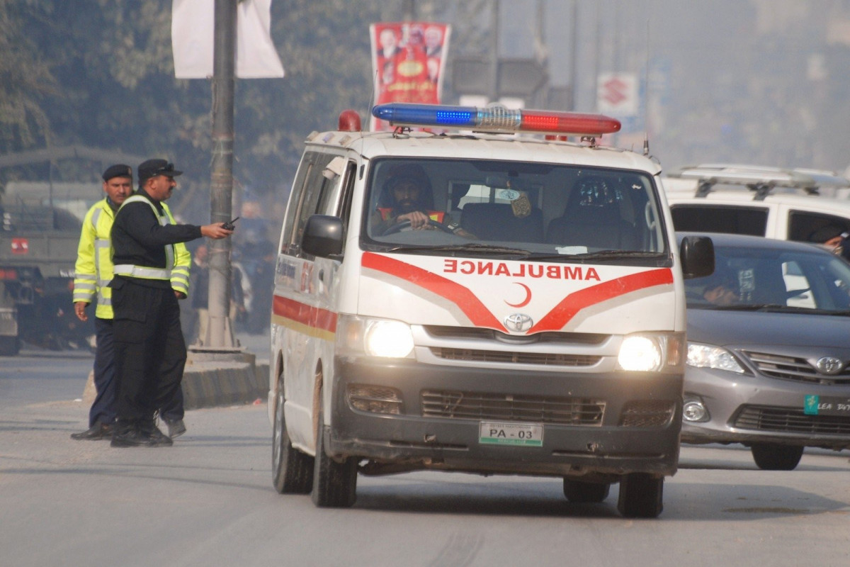 27 killed as bus collides with trailer in NE Pakistan