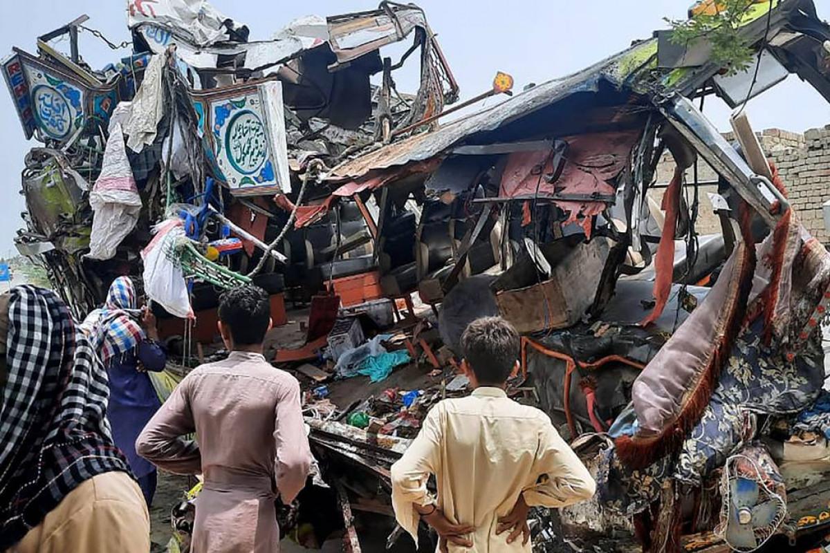 В результате ДТП на северо-востоке Пакистана погибли 30 человек