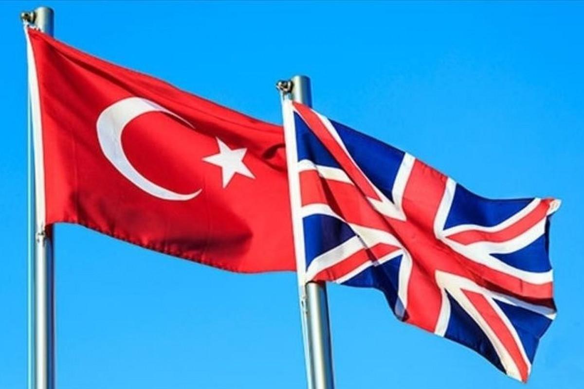 Türkiyənin xarici işlər naziri britaniyalı həmkarı ilə telefonla danışıb