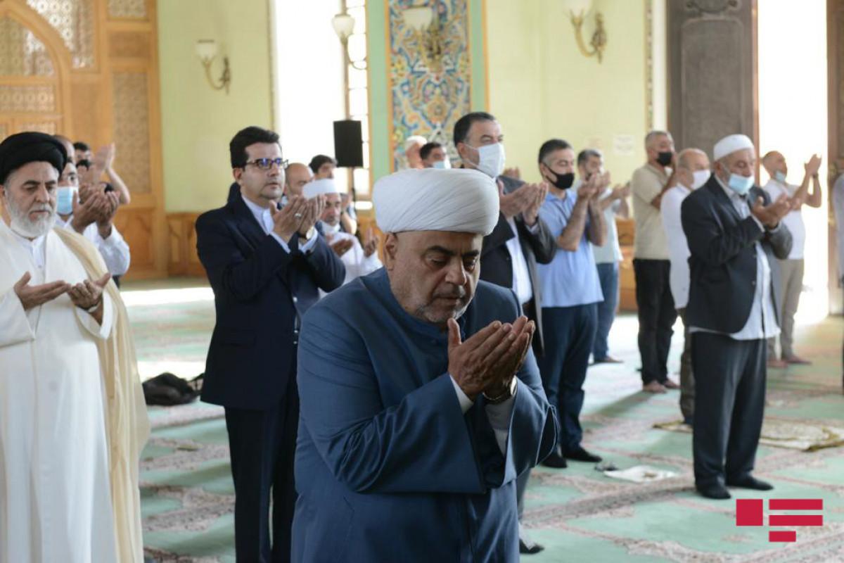 "Holiday prayer on Eid al-Adha performedat Tazapir Mosque in Baku-<span class=""red_color"">PHOTO"