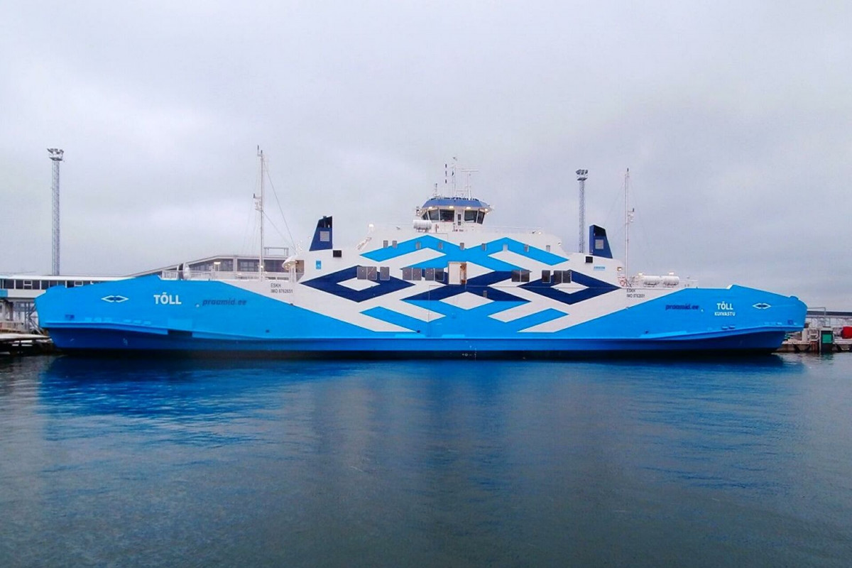 Паром с президентом Эстонии на борту врезался в причал порта