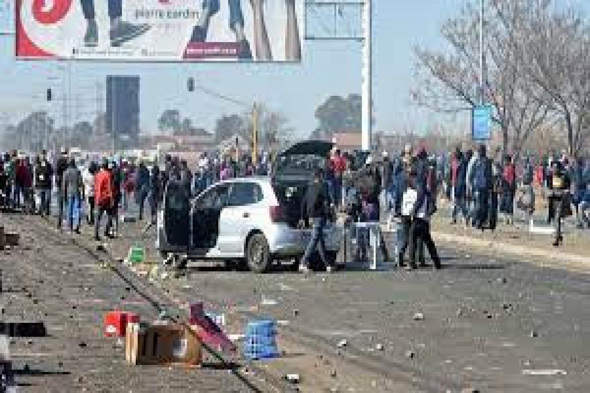 Число жертв беспорядков в ЮАР увеличилось до 276