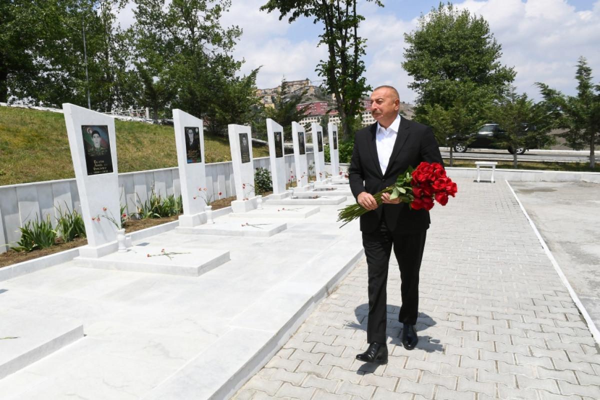 Prezident İlham Əliyev Daşkəsəndə Şəhidlər xiyabanını ziyarət edib