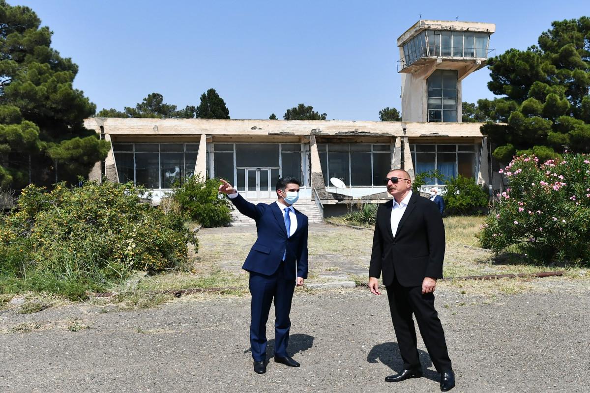 Prezident İlham Əliyev Naftalan hava limanı ilə tanış olub