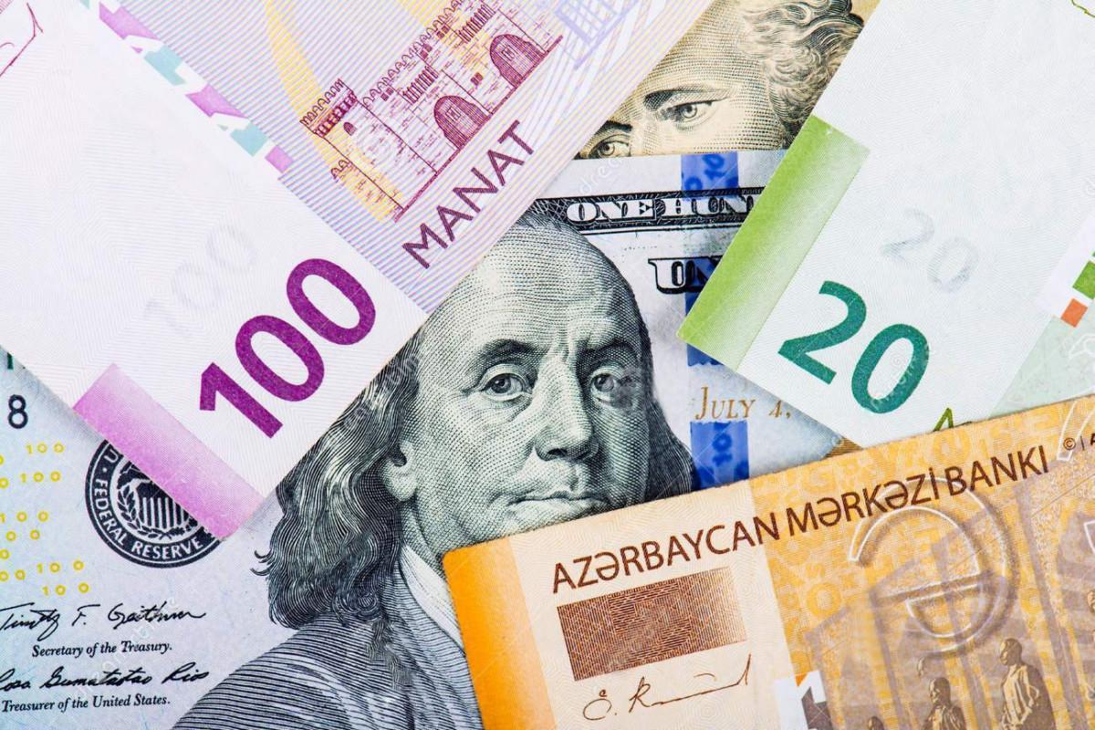 В Азербайджане продолжается сокращение долларовых депозитов
