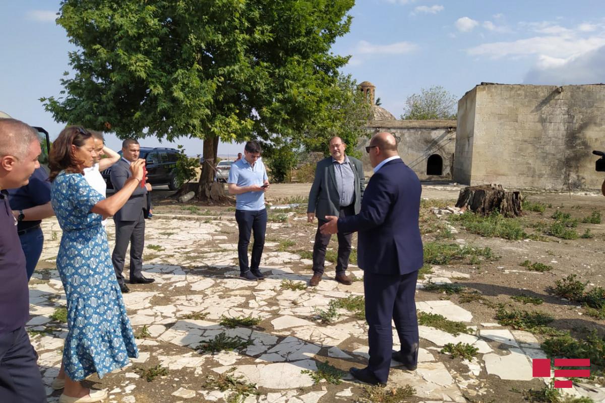 "French deputies visited Imarat cemetery and Imarat stadium-<span class=""red_color"">PHOTO"