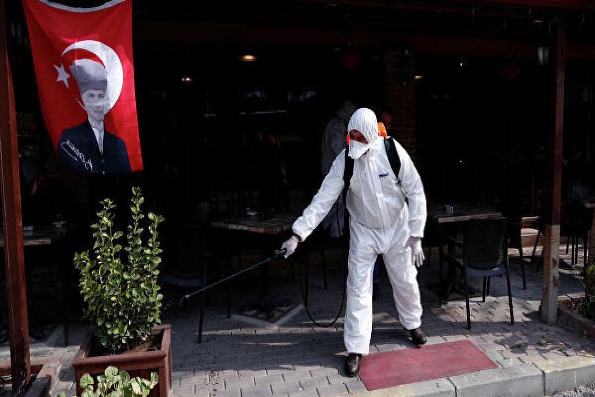 В Турции призвали вернуться к строгим мерам из-за ситуации с коронавирусом