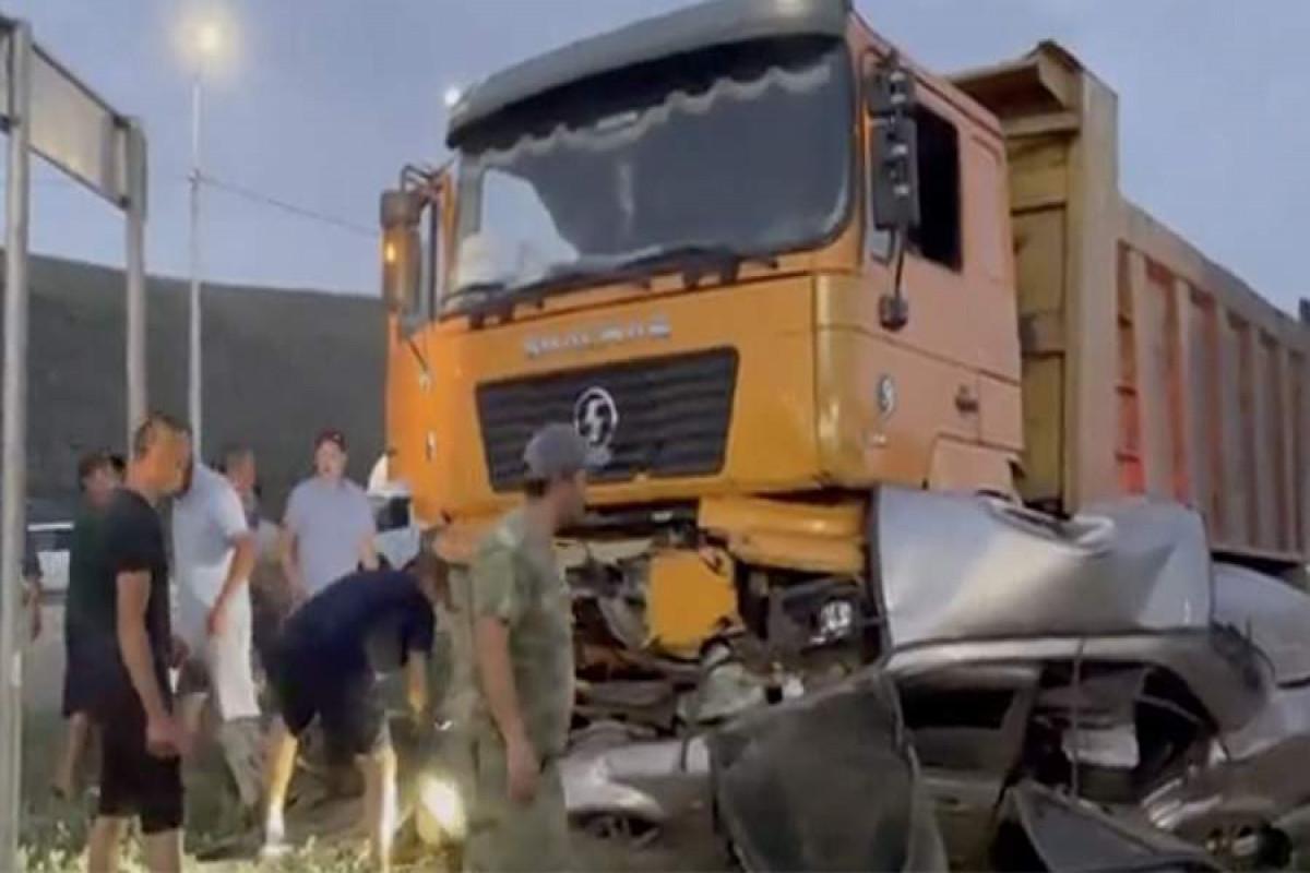 Rusiyada ağır yol qəzasında ikisi azyaşlı olmaqla 3 nəfər ölüb, 3 nəfər yaralanıb