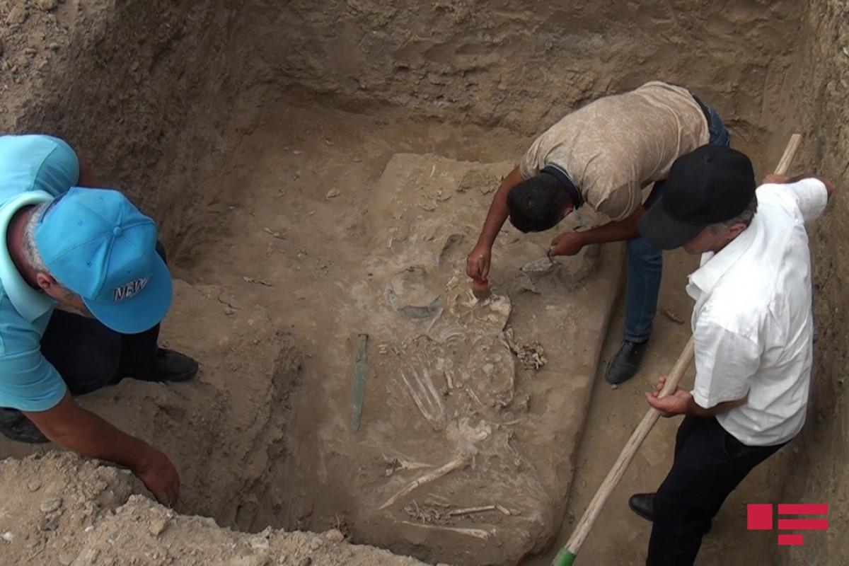 """В Кешикчидаге обнаружены большие курганы, относящиеся к бронзовому веку - <span class=""""red_color"""">ВИДЕО"""