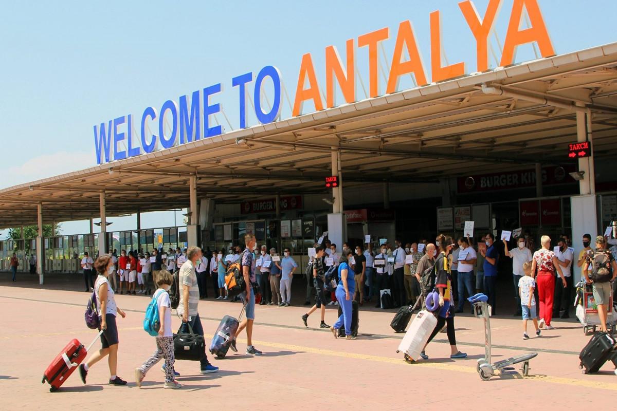 В Турции призвали ужесточить меры против COVID-19 для российских туристов
