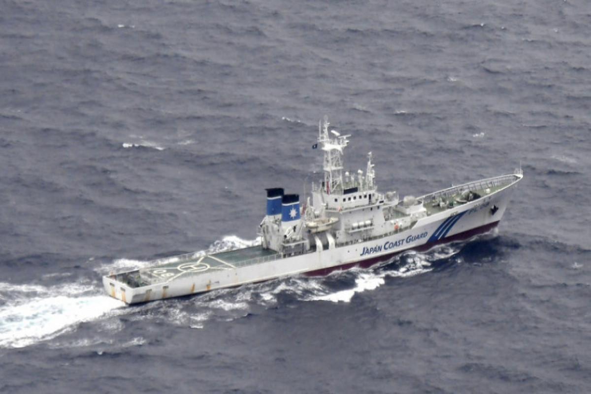 Судно перевернулось у южного побережья Китая, в воде оказались около 70 человек