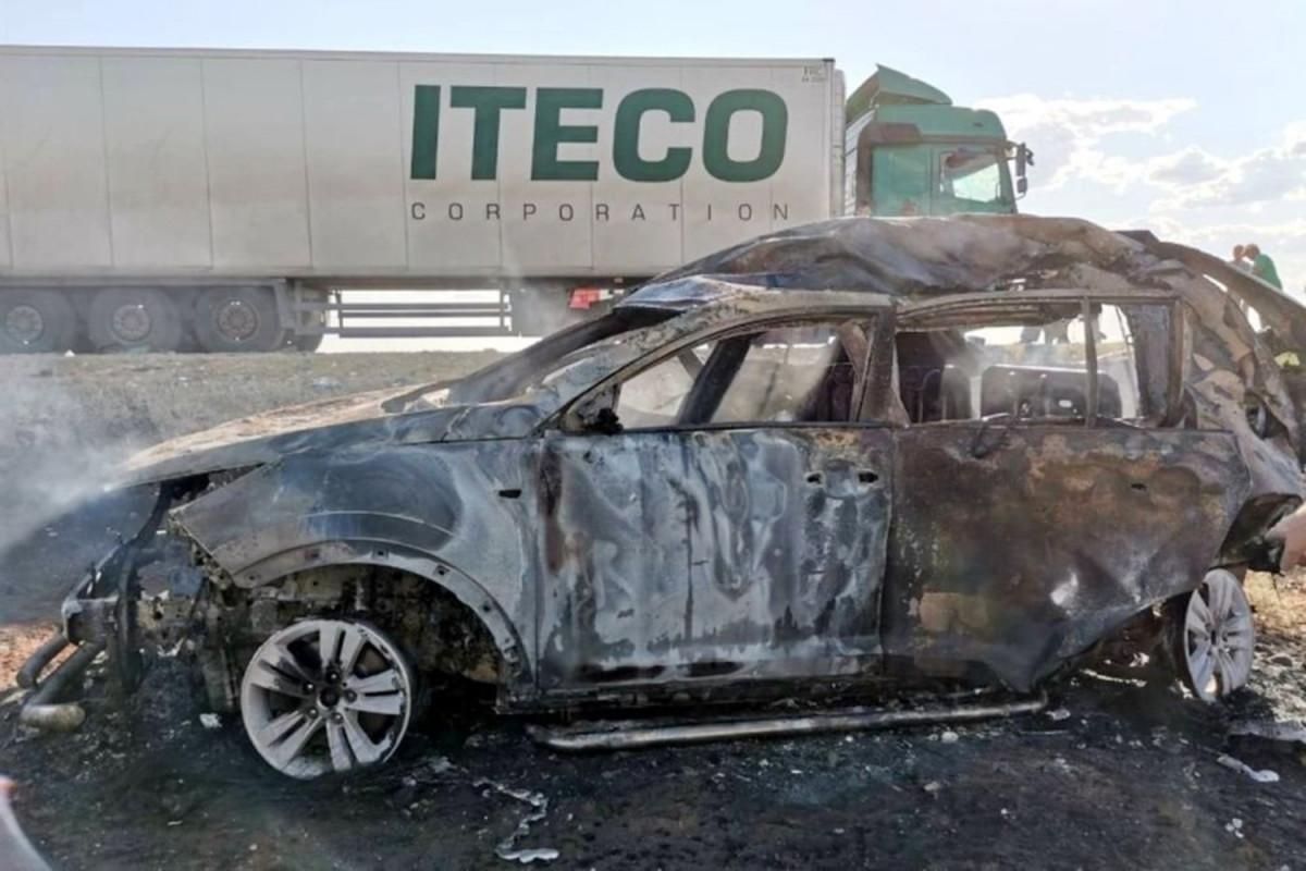 """В России Kia столкнулся с «КамАЗ»ом, погибли четыре человека-<span class=""""red_color"""">ВИДЕО"""