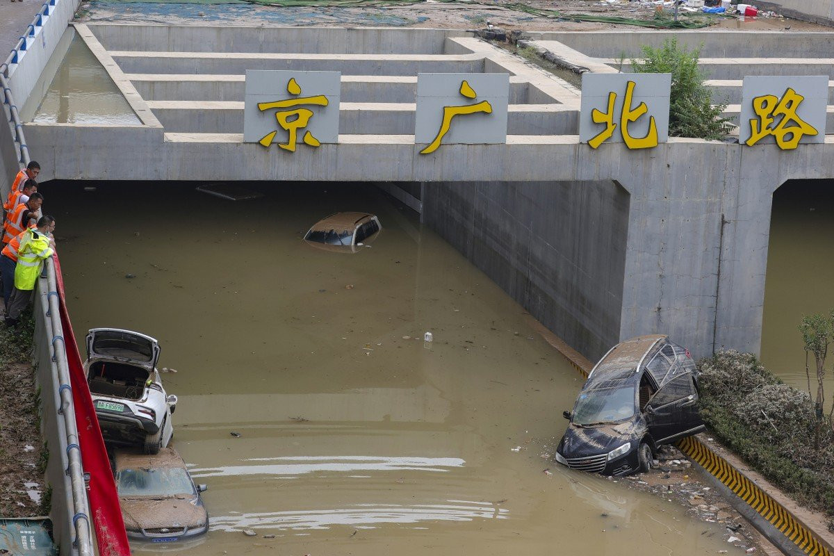 2 confirmed dead, 3 missing after bridge collapse in south China