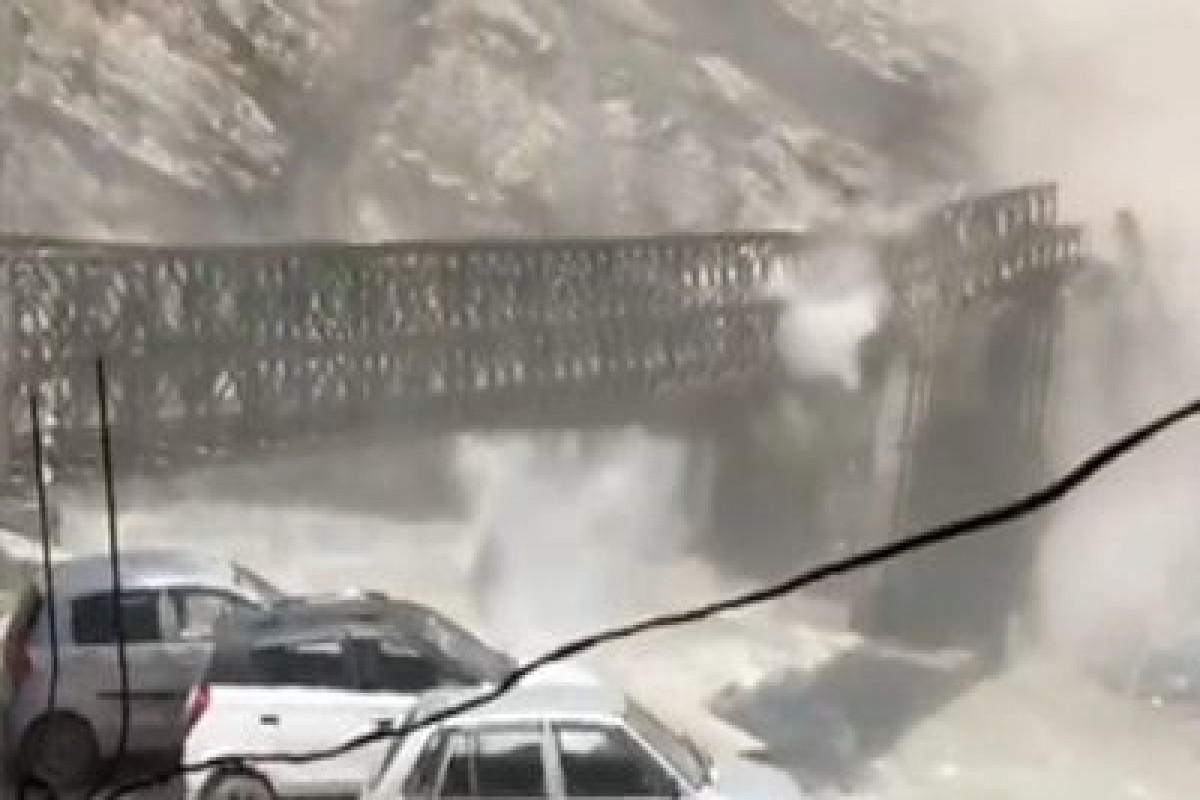 """Rockslide destroys bridge in northern India-<span class=""""red_color"""">VIDEO"""
