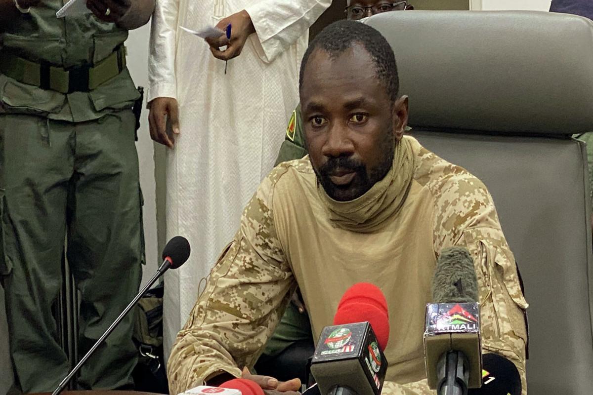 Совершивший покушение на временного президента Мали скончался