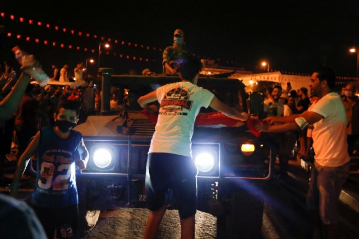 KİV: Hökumət qoşunları Tunisin paytaxtına girərək parlament və dövlət televiziyasını nəzarətə götürüb