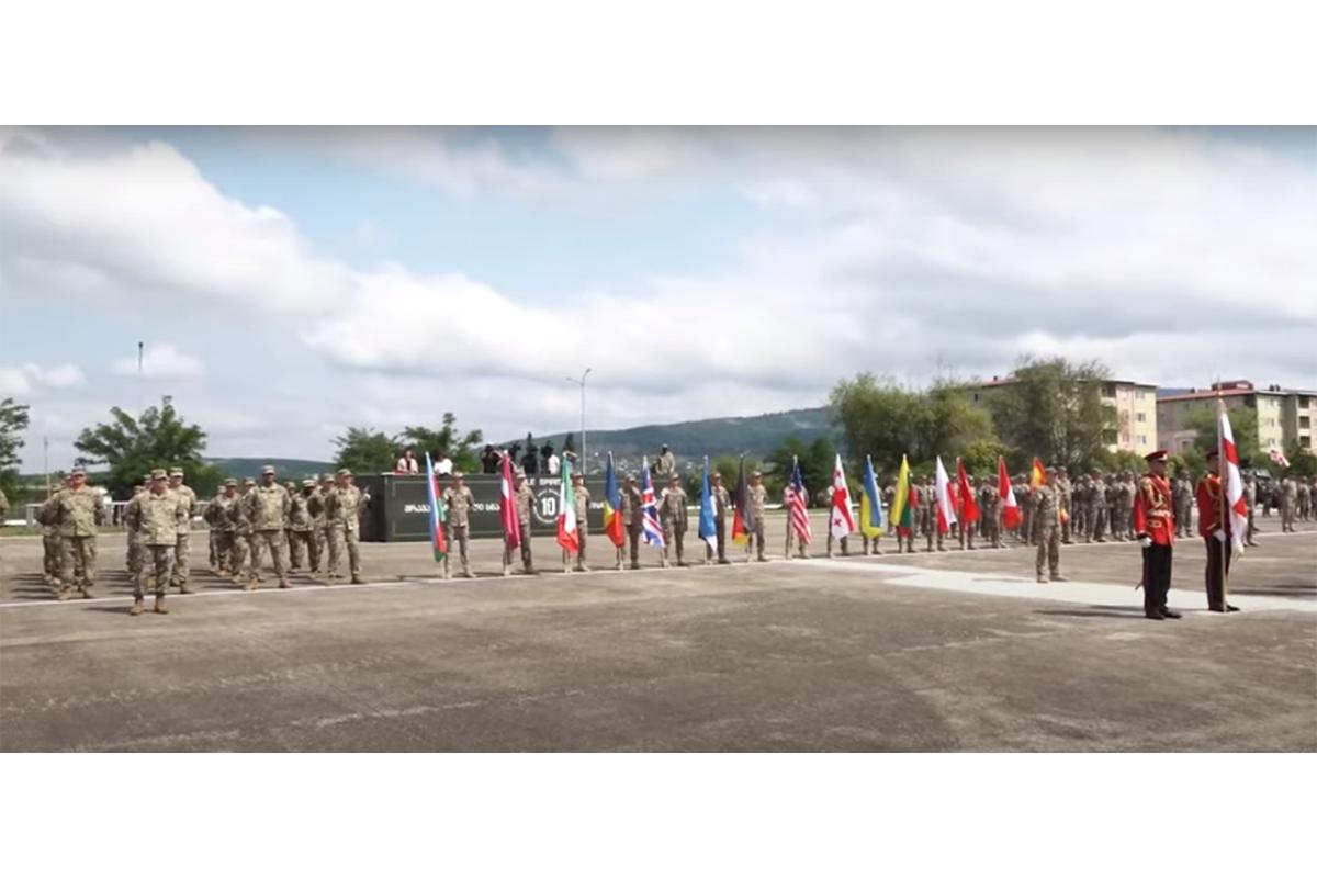 Азербайджанские военнослужащие участвуют в военных учениях в Грузии