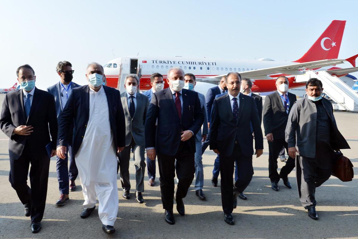 Turkish and Pakistani parliamentary speakers arrive in Azerbaijan