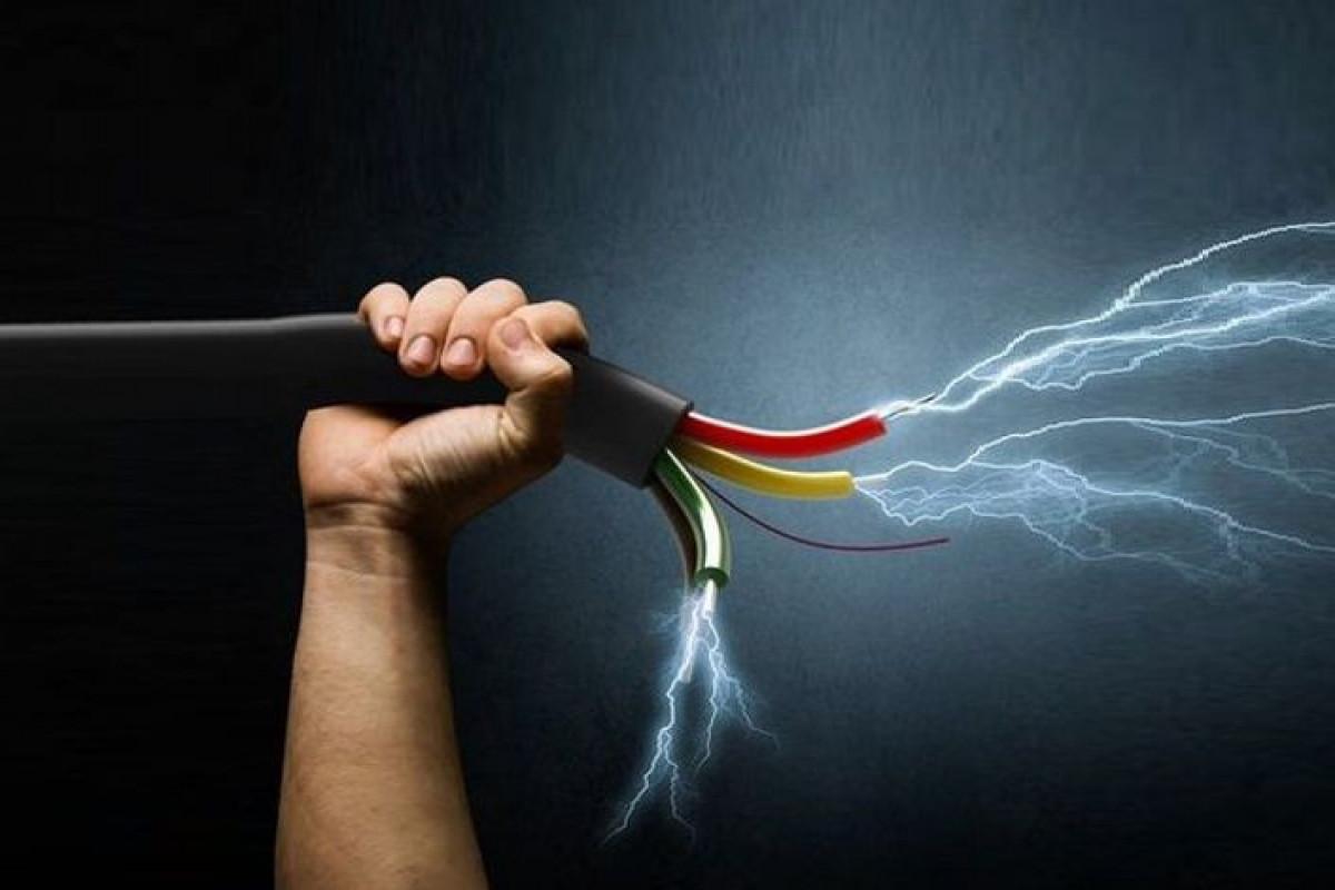 Ucar sakinini elektrik cərəyanı vuraraq öldürüb - VİDEO  - YENİLƏNİB