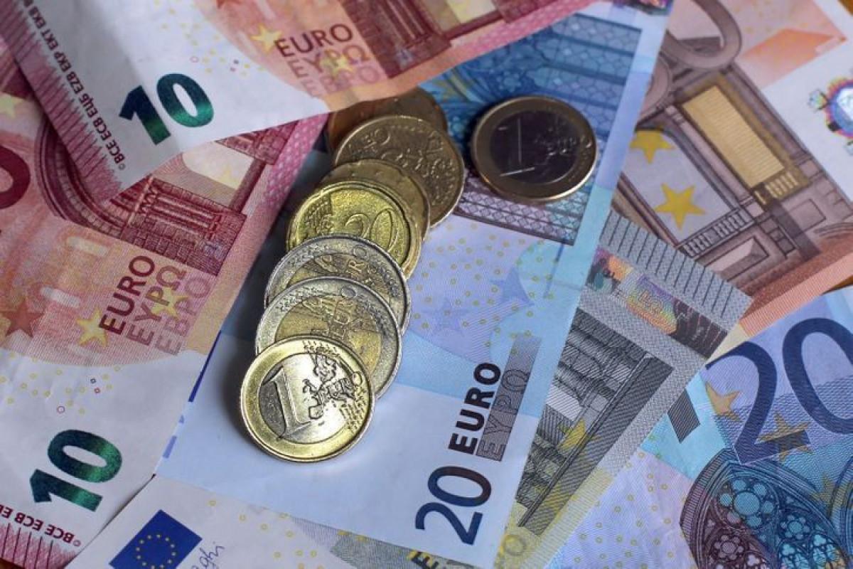 В Азербайджане покупка наличного евро в июне выросла более чем в 2 раза
