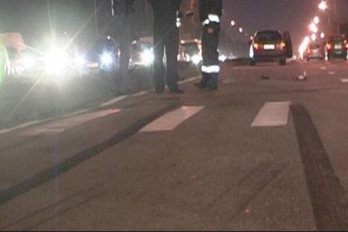 Qaradağ rayonunda yük avtomobili yol kənarındakı karantin postuna çırpılıb