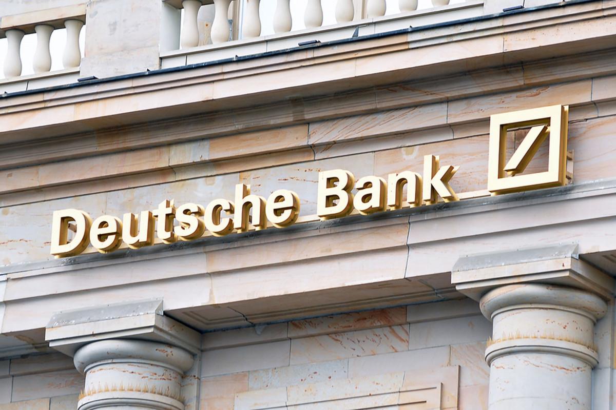 """""""Deutsche Bank""""ın xalis mənfəəti 15 dəfə artıb"""