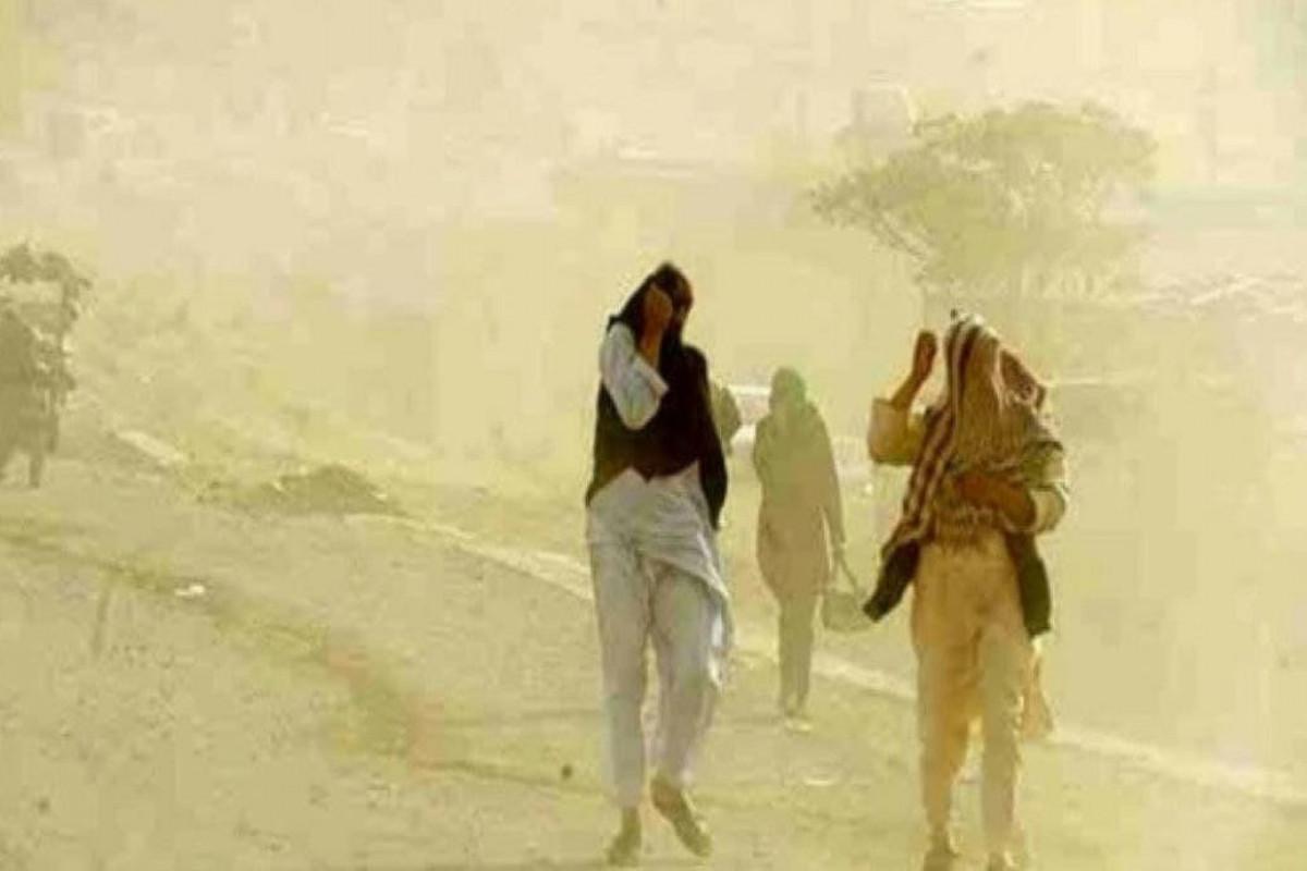 Буря в Иране вызвала у людей проблемы с дыханием