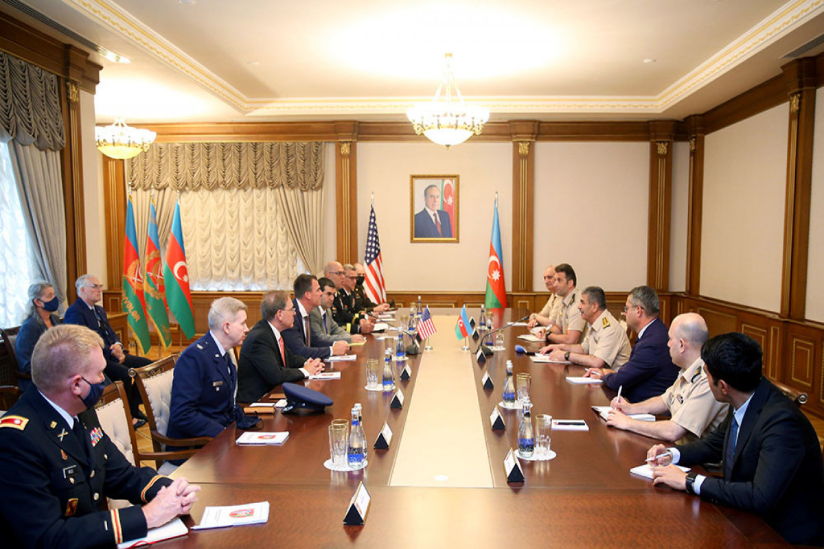 Azerbaijani Defense Minister meets with delegation of US state of Oklahoma