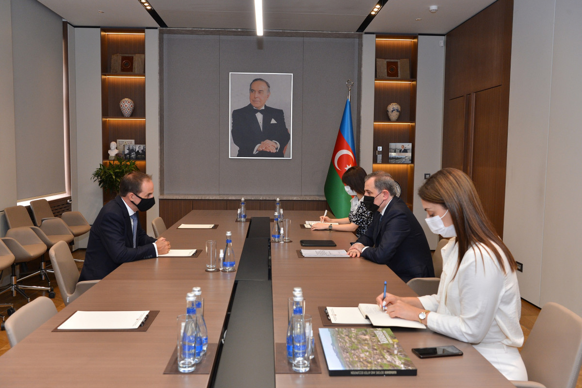Azerbaijani FM meets with the head of the UNICEF Office in Azerbaijan