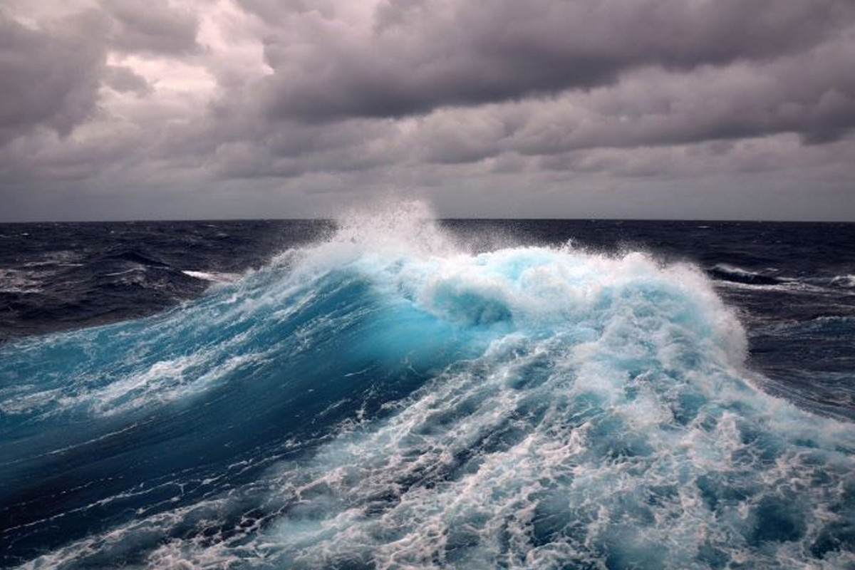 """Height of waves in Caspian Sea reaches 6 meters-<span class=""""red_color"""">ACTUAL WEATHER"""