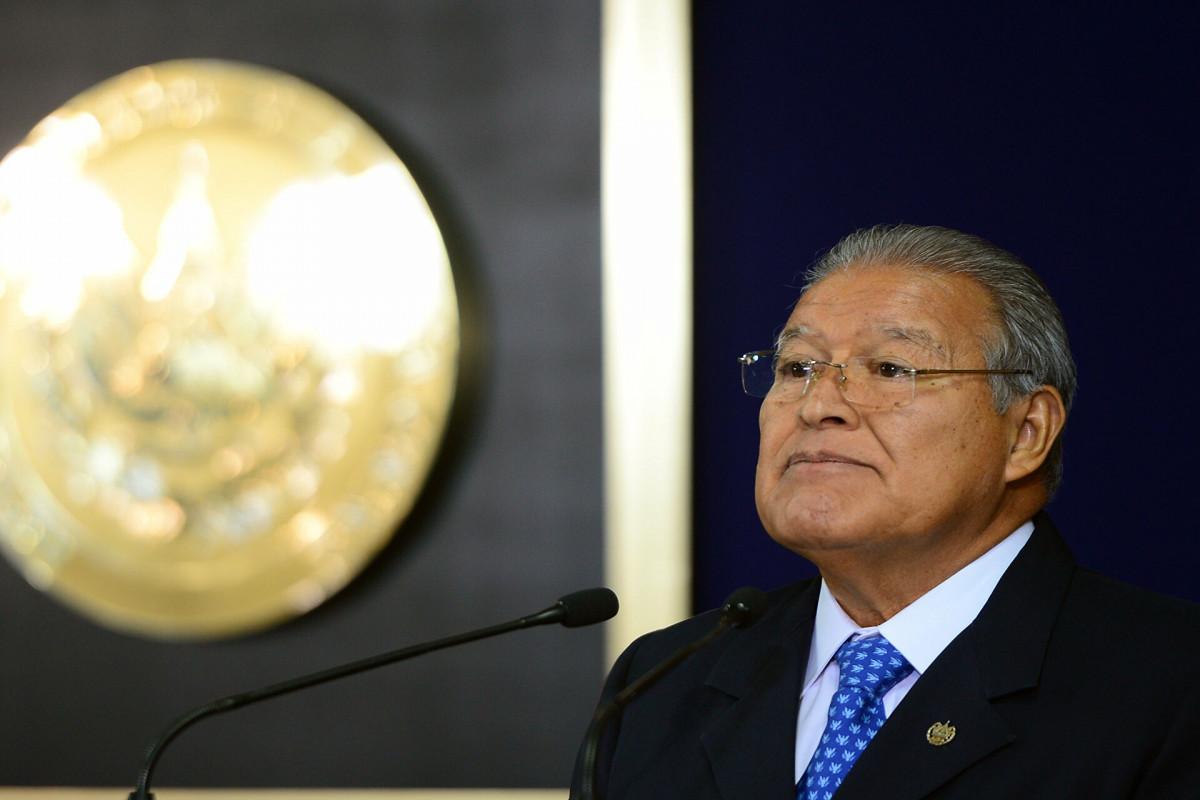 Экс-президента Сальвадора объявили в международный розыск