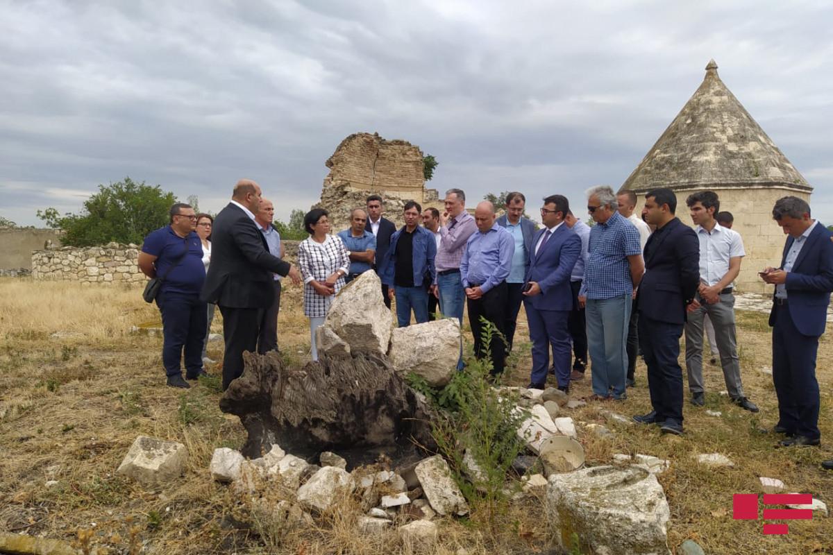 Завотделом Администрации Президента: Мы должны представить свое мнение о памятниках в Агдаме, которые можно восстановить