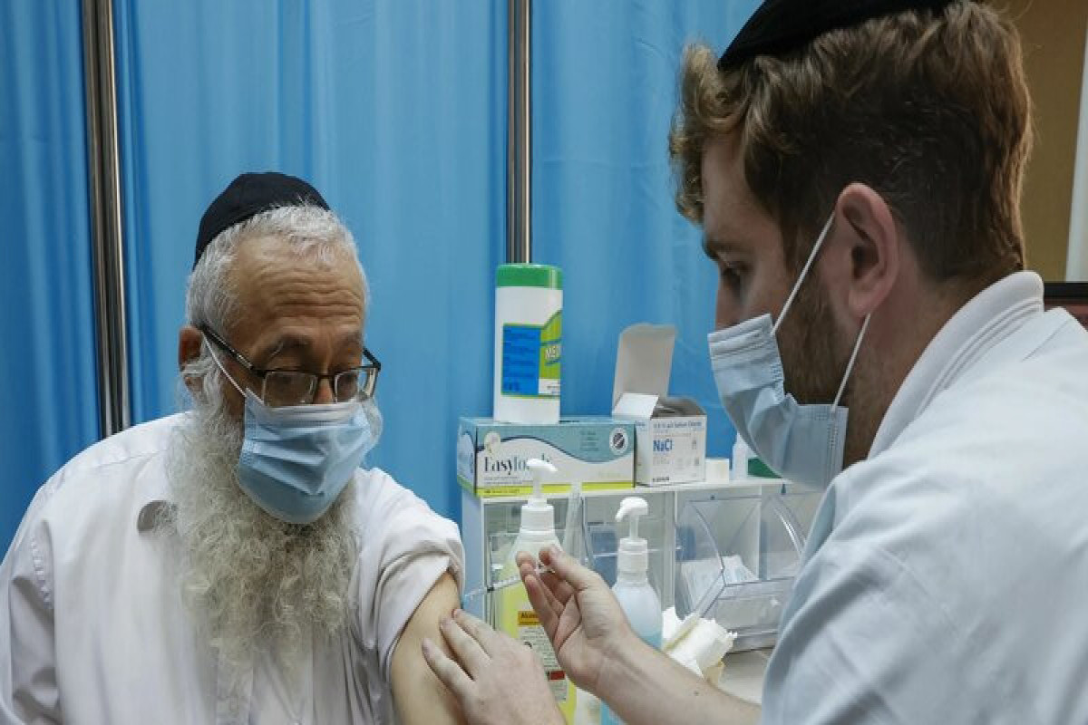"""İsraildə 60 yaşdan yuxarı insanlara """"Pfizer"""" peyvəndinin 3-cü dozası vurulacaq"""