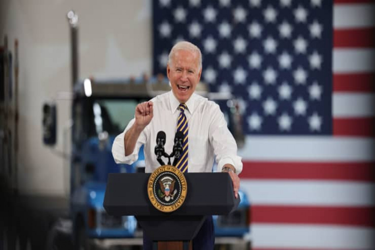 Biden calls on states to offer $100 cash payments for Covid vaccinations as delta spreads