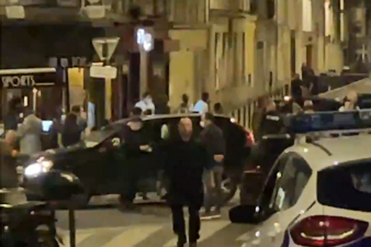 Fransada avtomobilin kafenin ərazisinə girməsi nəticəsində 1 nəfər ölüb, 6 nəfər yaralanıb - VİDEO