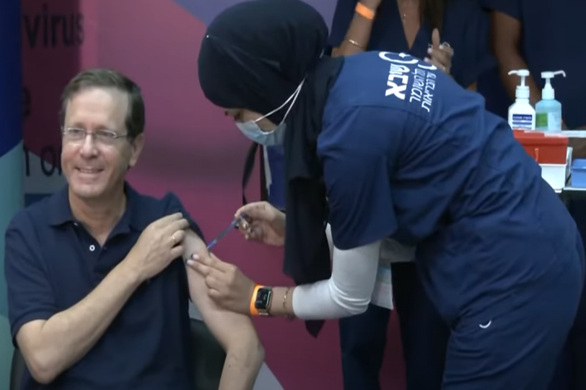 Israeli President Herzog and wife get 3rd COVID Vaccine Dose