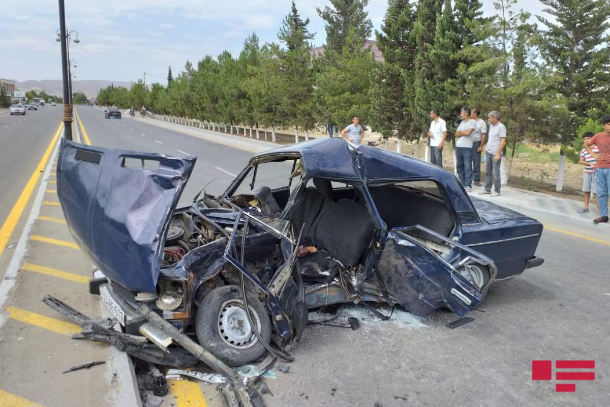 """Hacıqabulda iki avtomobil toqquşub, 1 nəfər ölüb, 6 nəfər xəsarət alıb - <span class=""""red_color"""">FOTO"""