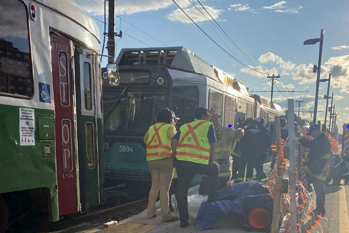 Более 20 человек пострадали при столкновении двух поездов в США