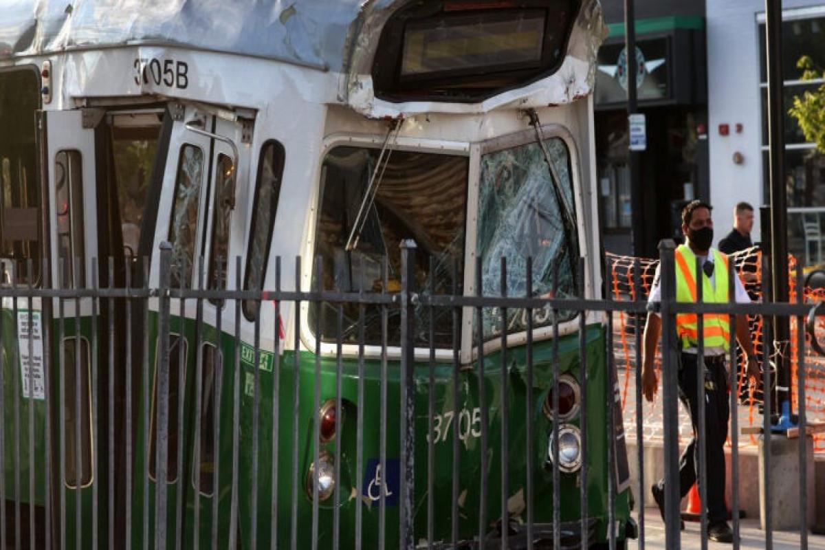 2 Green Line trains in Boston crash, injuring more than 20