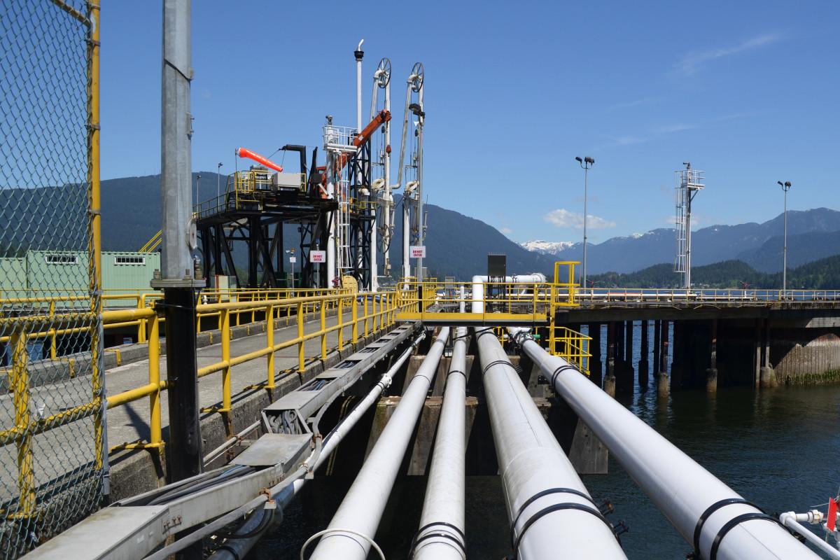 Azərbaycan neft emalını artırıb