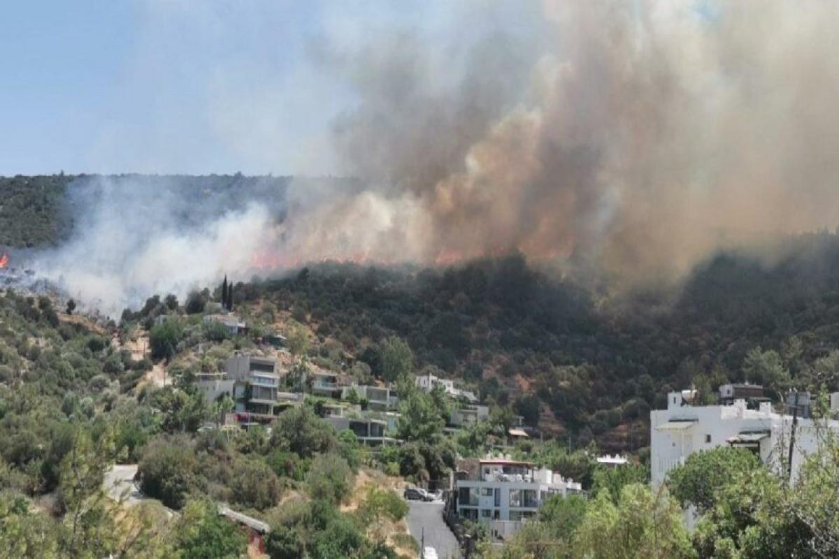 """Противопожарные силы МЧС продолжают борьбу с пожарами в Турции-<span class=""""red_color"""">ВИДЕО"""