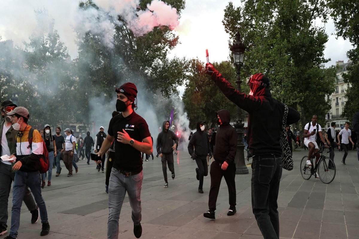Во Франции на акции протеста пришли более 200 тысяч человек