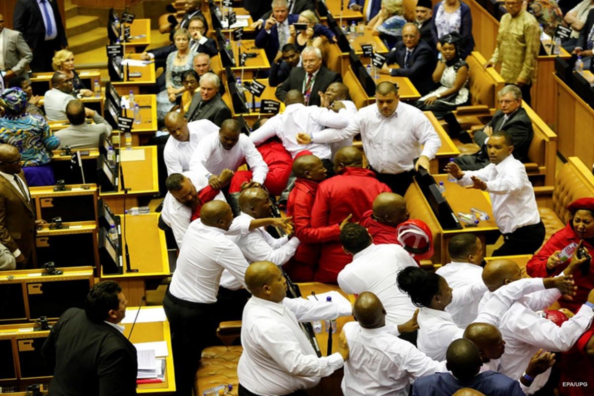 В парламенте Африканского союза произошла драка из-за споров о новом председателе